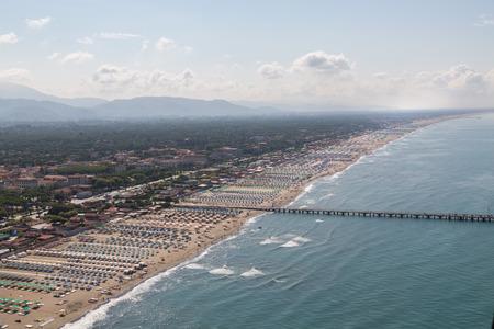 Versilia Strand Blick von oben Standard-Bild - 36522526