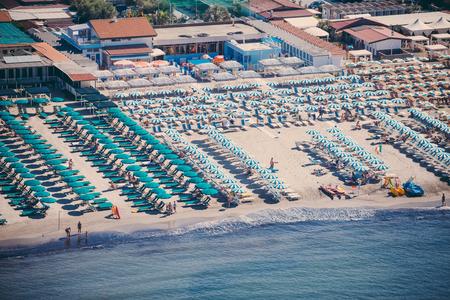 Versilia Strand Blick von oben Standard-Bild - 36522487
