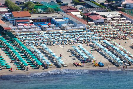 Versilia Strand Blick von oben Standard-Bild - 36522488