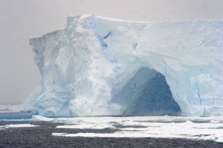 greenhouse effect: Iceberg in blizzard.