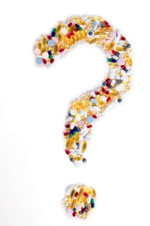 Pillen als Fragezeichen auf weißem Hintergrund Medizinische Konzept Standard-Bild - 29822942