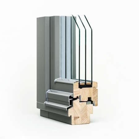 Holzfenster mit Aluminium-Wrap Probe, isoliert auf weißem Hintergrund Standard-Bild - 38567297