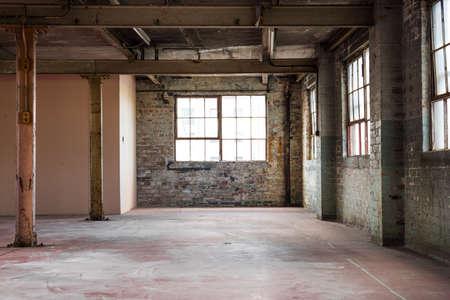 edificio industrial: Oficina de almacén vacío o área comercial, industrial de fondo