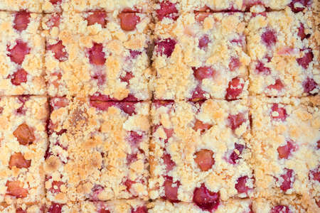 to crumble: Sweet homemade cherry pie with crumble
