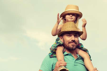 행복 한 아버지와 딸 재미, 가족 시간 개념 함께 스톡 콘텐츠