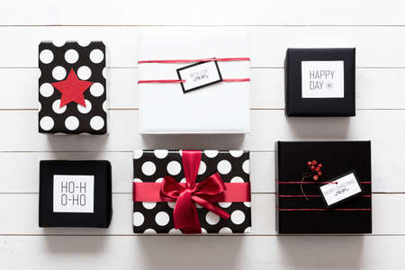 Many elegant and beautifully wrapped black, red and white christmas presents Archivio Fotografico