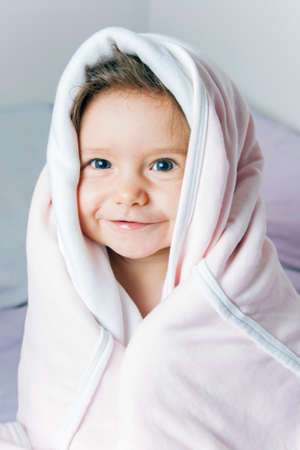 schöne augen: Portrait von sehr süßen kleinen Kindes
