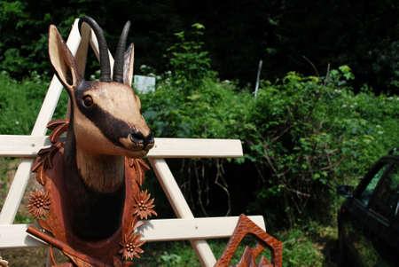 tallado en madera: Woodcarving - gamuza