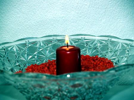 mit: Kristallschale mit Kerze