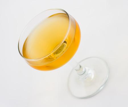 verm�: Corpse Reviver c�ctel, que consta de brandy, calvados y vermut dulce Foto de archivo
