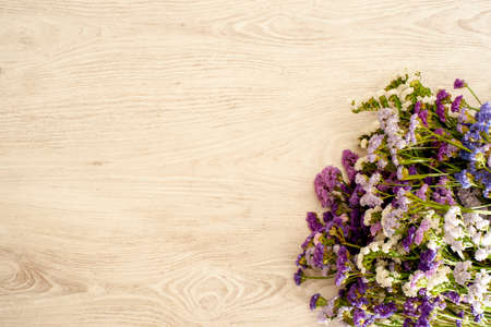 Decorative background made with natural wood and a composition of statice flowers Stockfoto