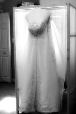 shoppe: Black and white wedding dress hanging in bridal suite. Stock Photo