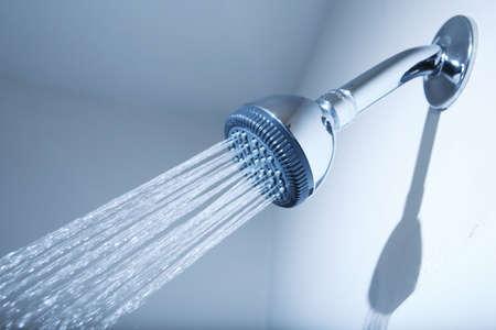 Douche kop met water stream op blauwe achtergrond Stockfoto - 2908640