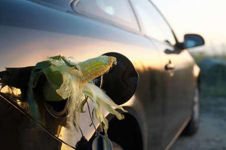 E85 etanol de maíz en el gas en el vehículo del depósito de gasolina