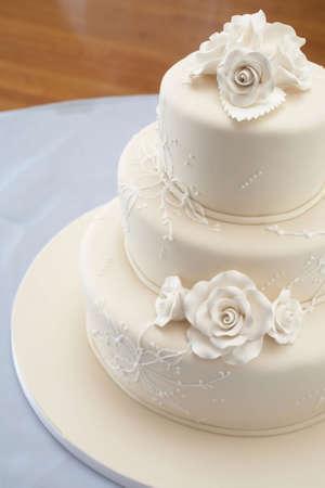 Closeup Detail weiß Hochzeitstorte an der Rezeption Standard-Bild - 3629975