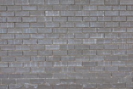 precipitacion: pared de ladrillos concretos grises bajo la influencia de la precipitaci�n Foto de archivo