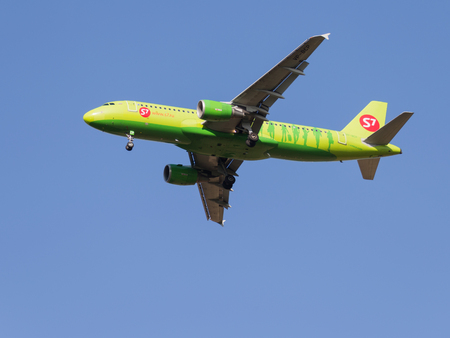 spar: Moscow - August 6, 2015: A passenger Airbus A320-214 S7 Airlines is landing at Domodedovo airport and the blue sky on Aug. 6, 2015, Moscow, Russia Editorial