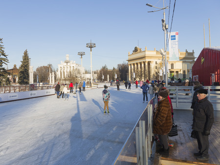 enea: Moscow - November 28, 2015: Many people relax and skate the long ice track in a large park in the winter ENEA November 28, 2015, Moscow, Russia Editorial