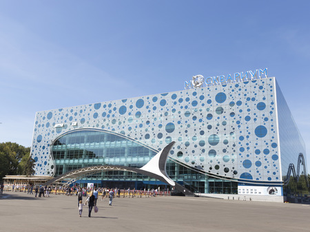 enea: Moscow - August 24, 2015: A lot of people with children came to the presentation in Moscow oceanarium Moskvarium at ENEA in the summer in good weather, August 24, 2015, Moscow, Russia Editorial