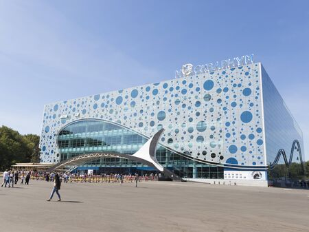 good weather: Moscow - August 24, 2015: A lot of people came to view in Moscow oceanarium Moskvarium at ENEA in the summer in good weather, August 24, 2015, Moscow, Russia Editorial
