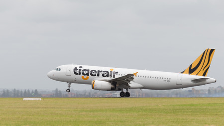tr: Sydney - February 26, 2016: A passenger plane airbus A320 Tiger Airways landing at the airport in Sydney February 26, 2016, Sydney, Australia