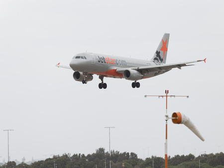 spar: Sydney - February 26, 2016: A passenger plane Boeing 717-200-26 R Jetstar Ayrvays comes in to land at the airport in Sydney February 26, 2016, Sydney, Australia