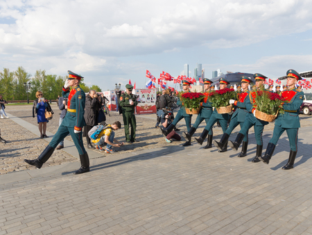 curfew: Moscow - May 6, 2016: Soldiers 154 separate curfew Preobrazhensky regiment lay red roses on Poklonnaya Hill May 6, 2016, Moscow, Russia