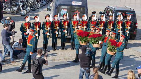 curfew: Moscow - May 6, 2016: Soldiers 154 separate curfew Preobrazhensky regiment lay flowers red roses on Poklonnaya Hill May 6, 2016, Moscow, Russia Editorial