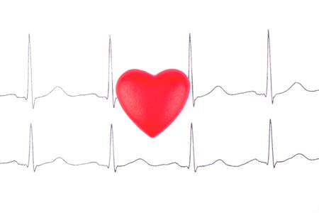 pulsating: Red heart lying on the picture cardiogram