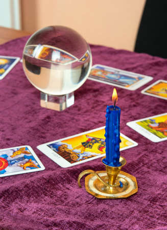 Laid out cards of the Tarot with the crystal ball and candle Stockfoto