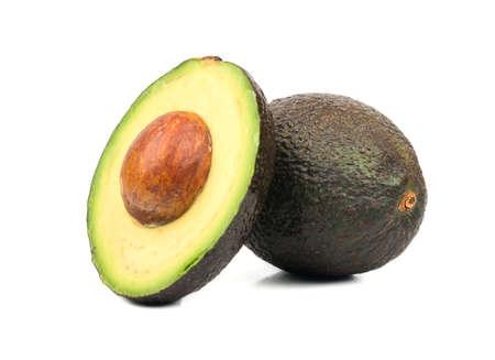 Verse avocado Hass met half geïsoleerd op witte achtergrond