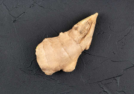 Fresh ginger root piece on dark background, top view Фото со стока - 125684725