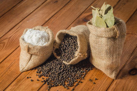 pepperbox: Salt, pepper and bay leaf in pouches
