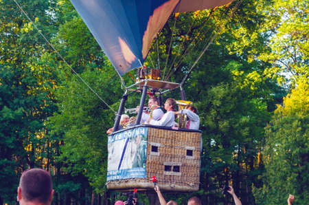 Belaya Tserkov, Ukraine, August 23, 2018: musicians play wind instruments in a hot air balloon basket 写真素材 - 120453092