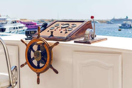 Volant sur le pont du navire. Lieu de travail du capitaine.