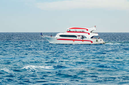 Sharm El Sheikh, Egypt May 08, 2019: Pleasure tourist boat with passengers sailing in the clear blue water of the Red Sea Stok Fotoğraf