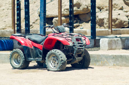 Old broken quad bike in the desert Stok Fotoğraf