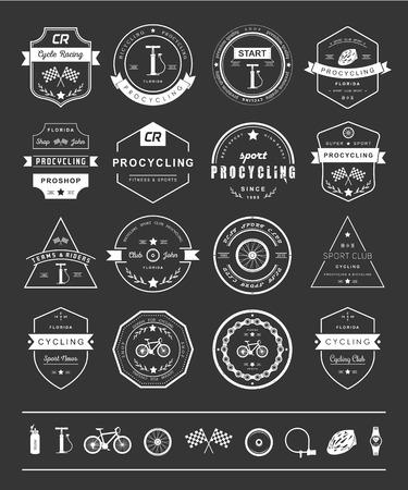 Set van badges fietsen. Symbolen en emblemen pro fietsenwinkel en apparatuur, fietsclub en reparatiebedrijven. Stock Illustratie