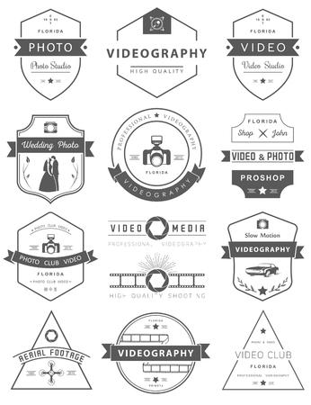 写真やビデオ撮影のテンプレートのベクター コレクション。Photocam、結婚式、空中の動画。写真のビンテージ バッジとアイコン。現代のマスメディ