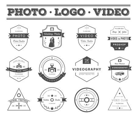 写真やビデオ撮影のテンプレートのベクター コレクション。Photocam、結婚式、空中映像。写真のビンテージ バッジとアイコン。現代のマスメディア  イラスト・ベクター素材