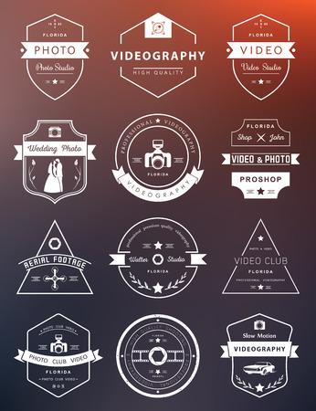 写真やビデオ撮影のテンプレートのベクター コレクション。Photocam、結婚式や空中映像。写真のビンテージ バッジとアイコン。現代のマスメディア  イラスト・ベクター素材