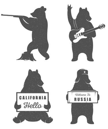oso: Oso autostop divertido con el signo de California y Rusia signo sobre un fondo blanco para vallas publicitarias, carteles y camisetas. Cazador Ilustraci�n oso de la vendimia y el guitarrista oso
