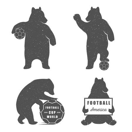 白の背景にベクトル イラスト クマ サッカー。T シャツ印刷、ラベル、バッジ、ステッカーの熊のシンボルを使用できます、ロゴタイプ ベクトル イ