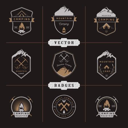 campamento: Conjunto de logotipos vectoriales e insignias de camping, senderismo y actividades al aire libre. Colección de emblemas y símbolos de bosques campamento, los viajes y camping de montaña de la vendimia