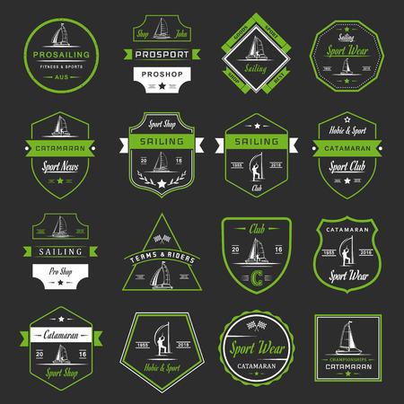 bateau voile: Ensemble de yacht et catamaran logos et badges. signe Collection et emblèmes pro voile, catamaran club et boutique - Image vectorielle