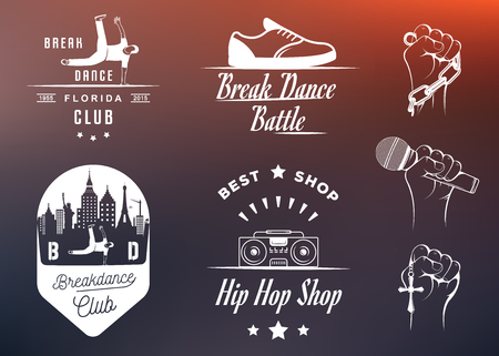 さまざまなポーズでブレイク ダンス Bboy シルエットのセット。コレクションのロゴとバッジ ヒップホップ学校、アカデミー、ブレイク ダンスのバ  イラスト・ベクター素材