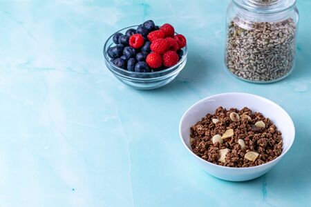 Muesli with berries on the wooden table Stok Fotoğraf - 147626305