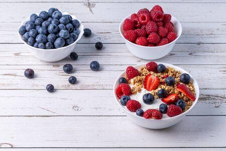 Muesli with greek yogurt on the table Stok Fotoğraf - 147765996