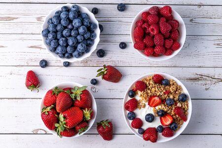 Muesli with greek yogurt on the table Stok Fotoğraf - 147766092