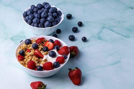 Muesli with greek yogurt on the table Stok Fotoğraf - 148672529